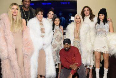 Kanye West debuta en la felicitación navideña de los Kardashian